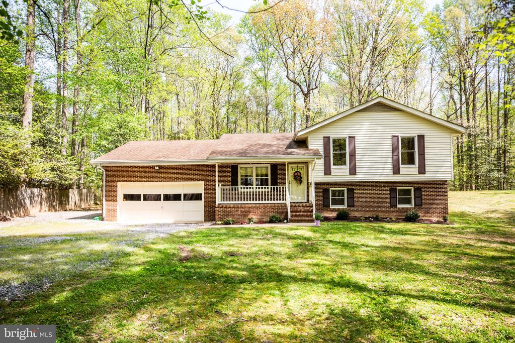 Welcome Home ! Lots of privacy and wooded setting - 8427 BATTLE PARK DR, SPOTSYLVANIA