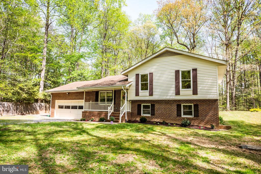 Split level home on very private land - 8427 BATTLE PARK DR, SPOTSYLVANIA