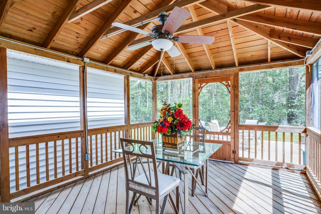 You will love the screened porch - 8427 BATTLE PARK DR, SPOTSYLVANIA