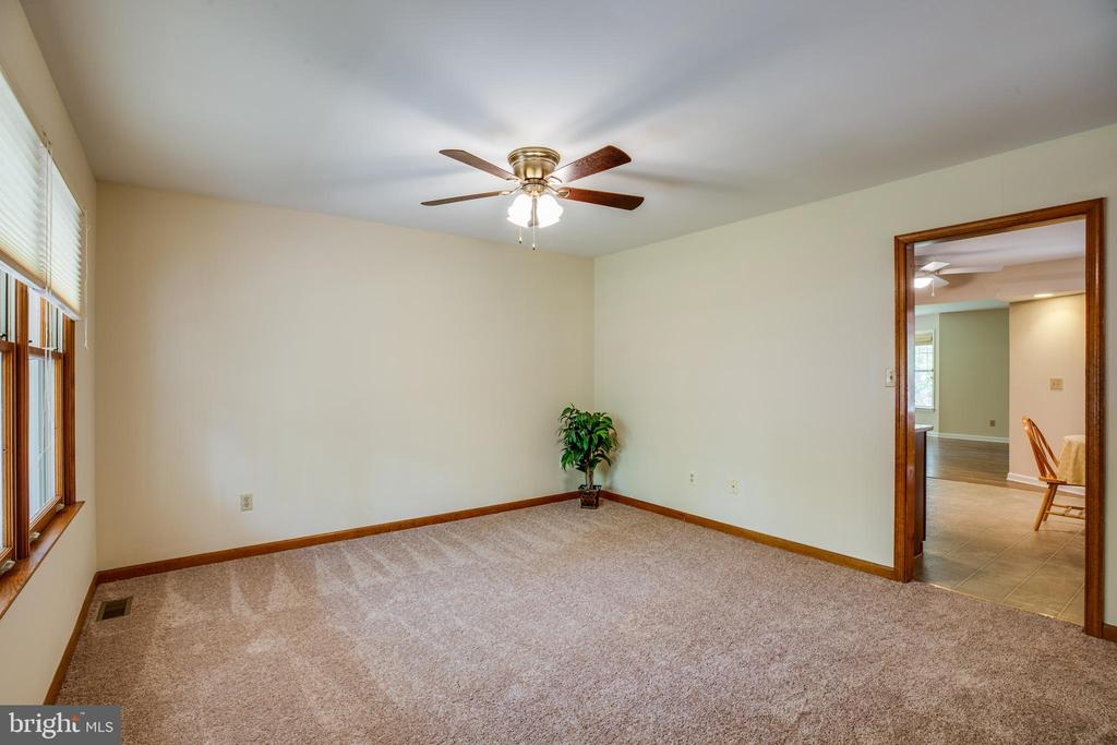 Living room - 8427 BATTLE PARK DR, SPOTSYLVANIA