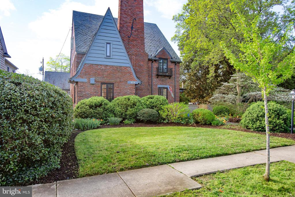 Gorgeous Brick Tudor home on a corner lot. - 814 CORNELL ST, FREDERICKSBURG