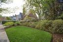 Gorgeous landscaping! - 814 CORNELL ST, FREDERICKSBURG