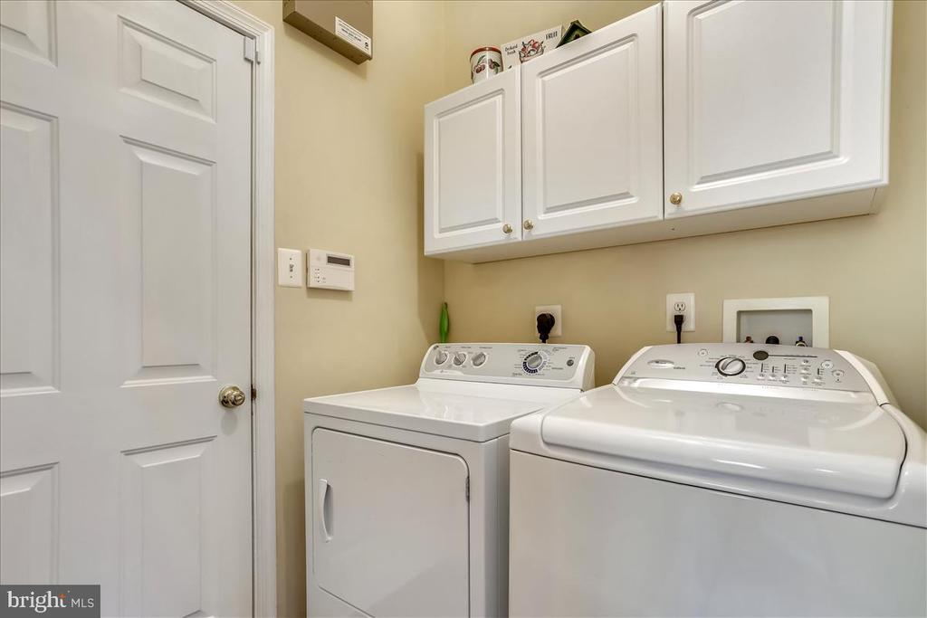 Laundry room main level - 14027 BRIARWICK ST, GERMANTOWN