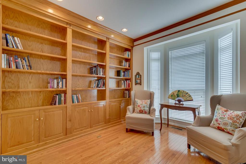 Library or Study On The Main Level - 1869 AMBERWOOD MANOR CT, VIENNA