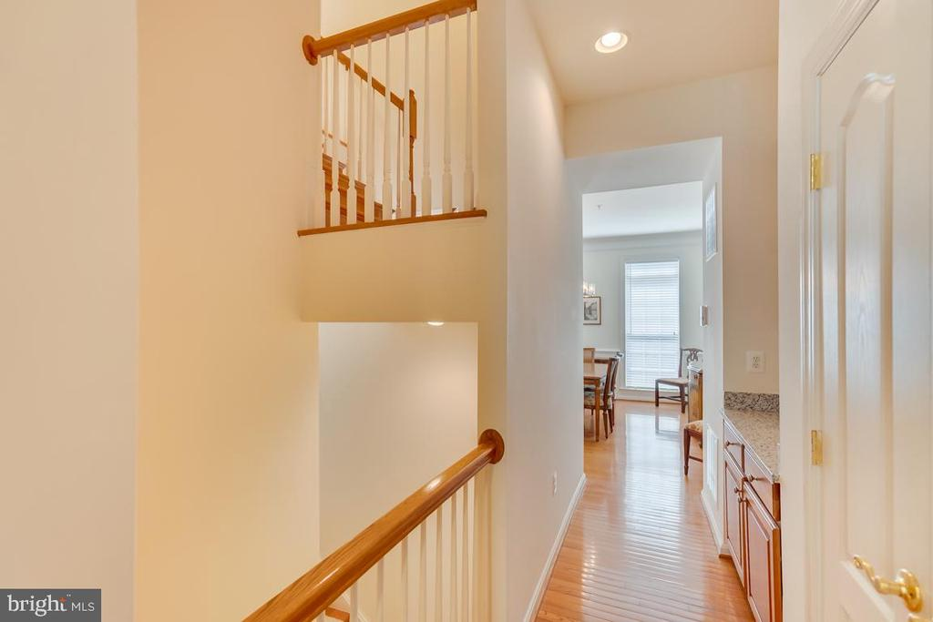 Butlers Pantry Off Of Kitchen - 1869 AMBERWOOD MANOR CT, VIENNA
