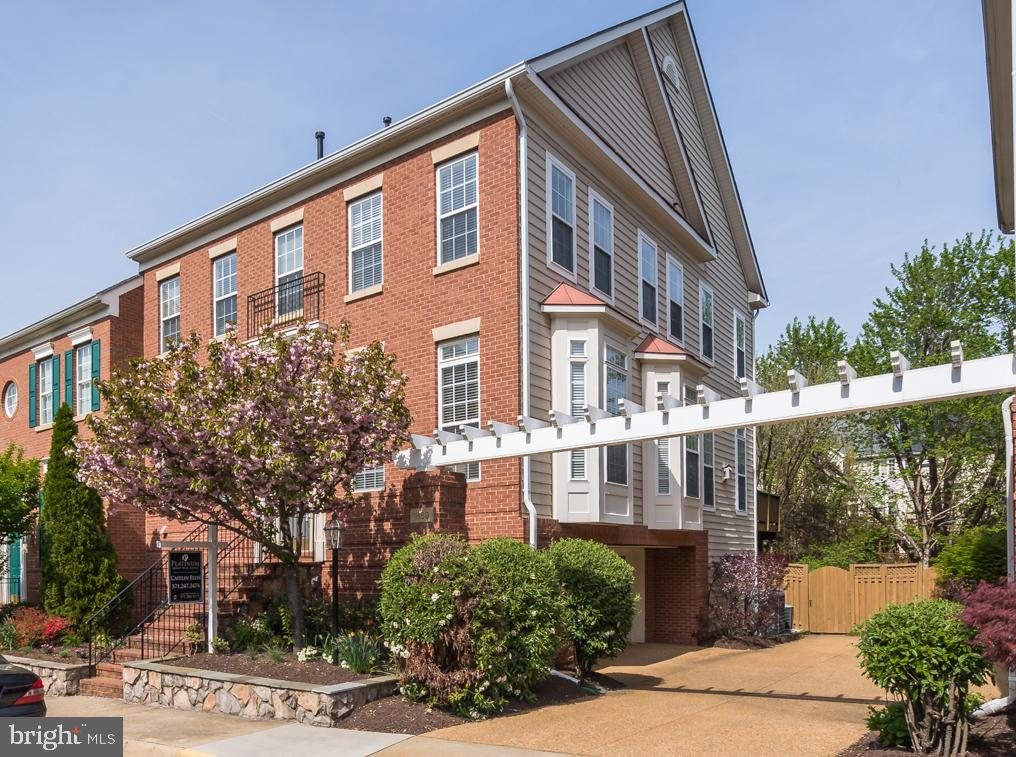 Ample Parking In the Driveway Or Out front - 1869 AMBERWOOD MANOR CT, VIENNA