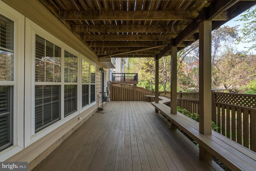Lower Level Deck With Fence - 1869 AMBERWOOD MANOR CT, VIENNA