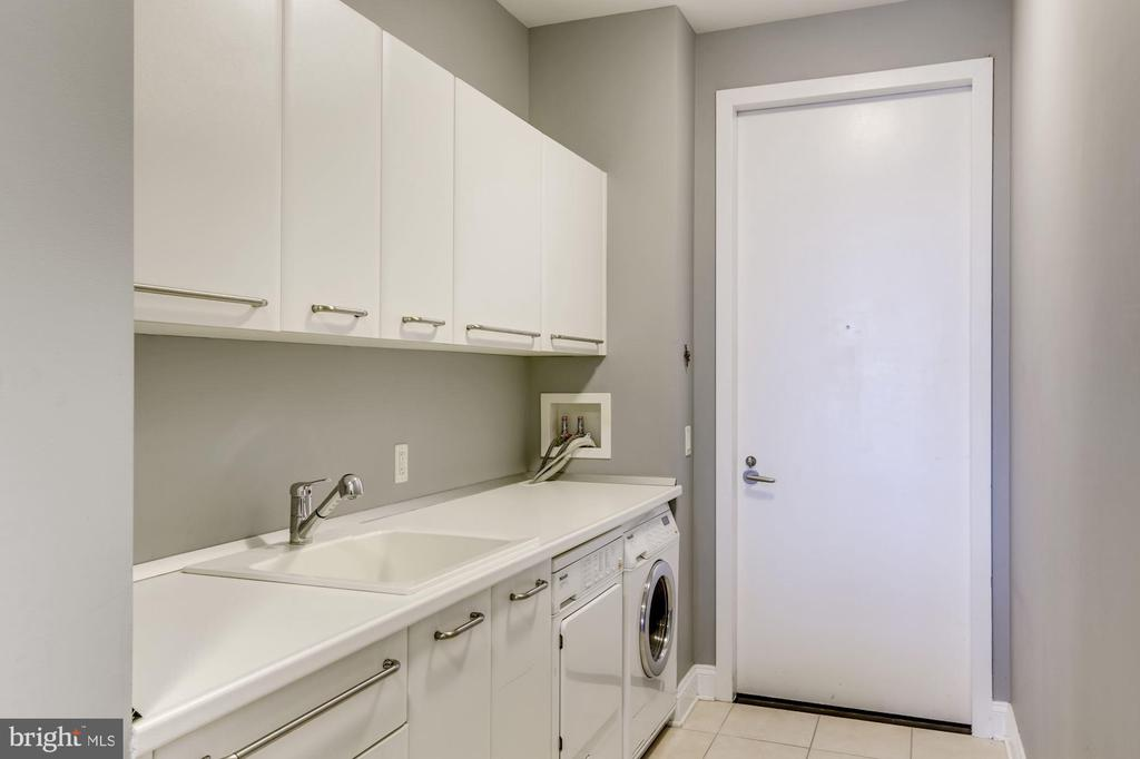 Laundry with Storage - 1881 N NASH ST #1910, ARLINGTON