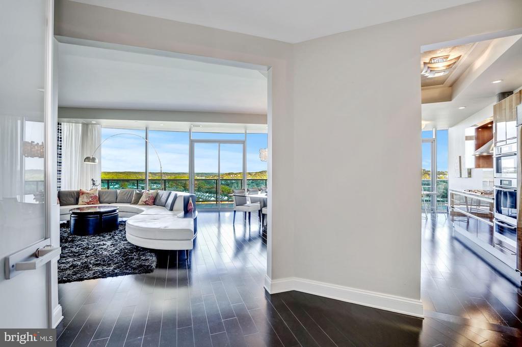 Stunning Open Floorplan with 10' Ceilings - 1881 N NASH ST #1910, ARLINGTON