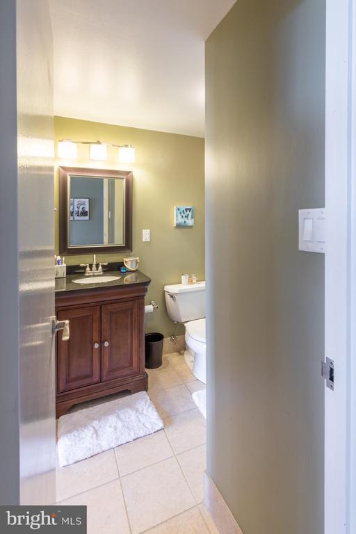 Bathroom - 4141 HENDERSON RD #815, ARLINGTON