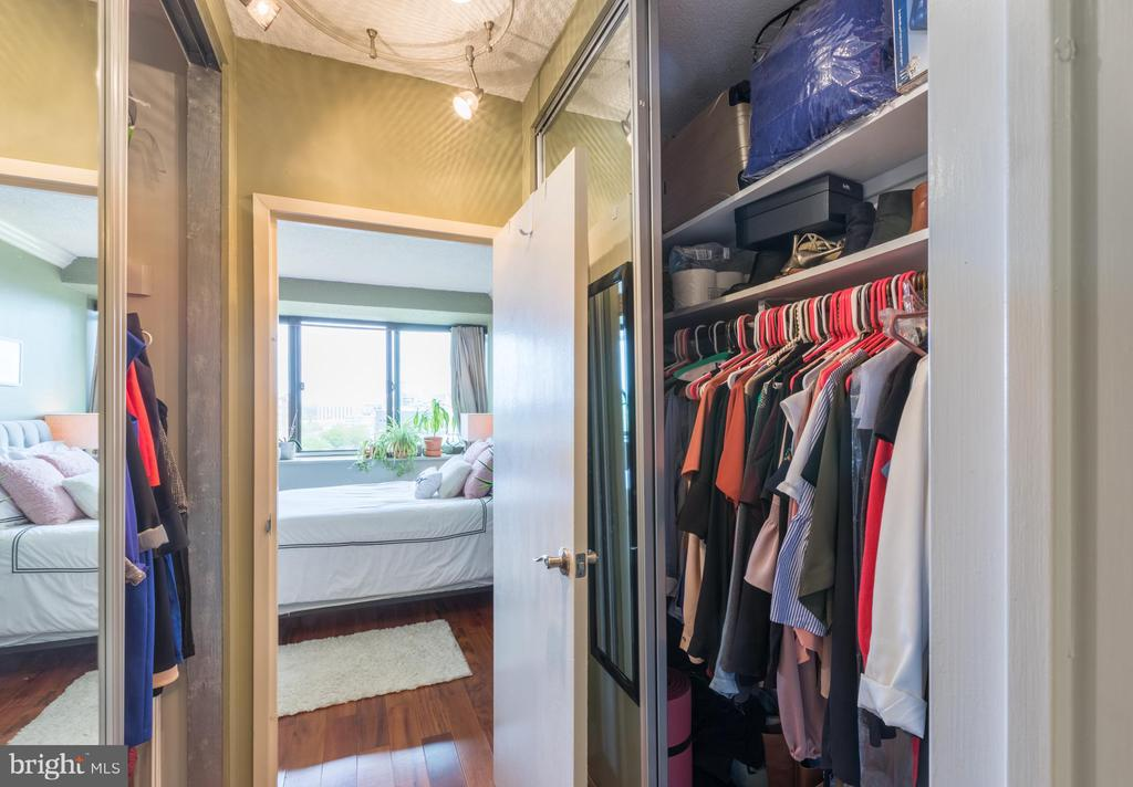 Tons of closet space! - 4141 HENDERSON RD #815, ARLINGTON