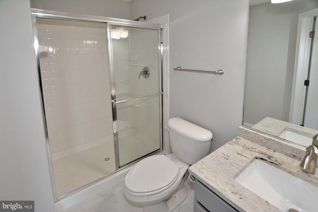 PRIVATE BATH - 9201 ASHLEYS PARK LN, BRISTOW