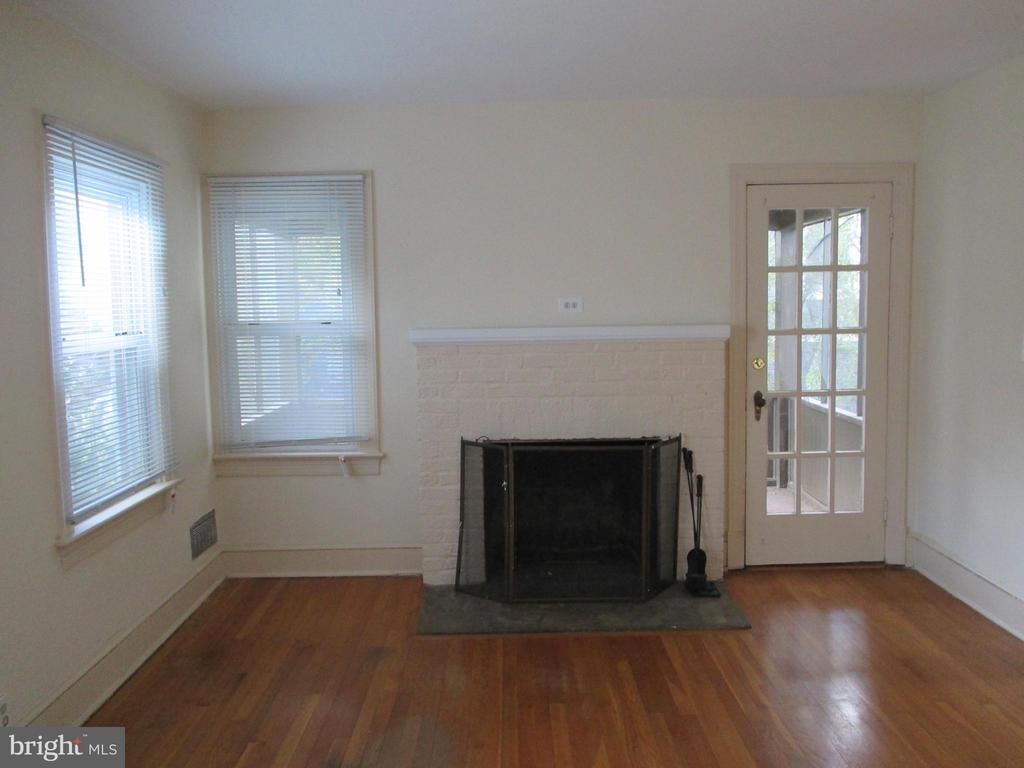 Living Room w/fireplace - 1907 N ROOSEVELT ST, ARLINGTON