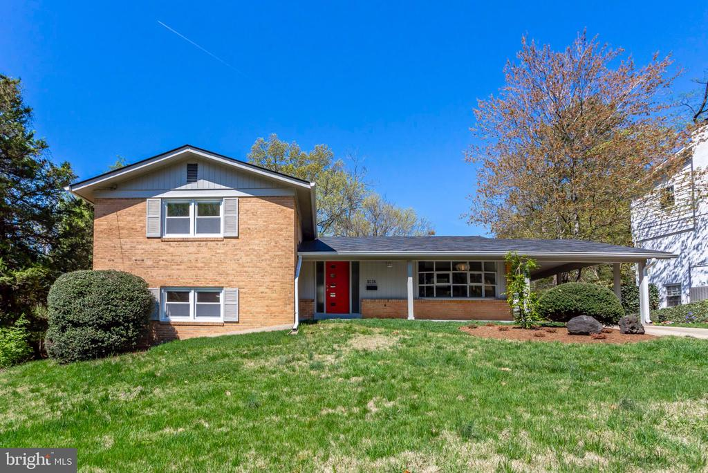One of Arlington 4 Bedroom Homes for Sale at 1607  22ND STREET S