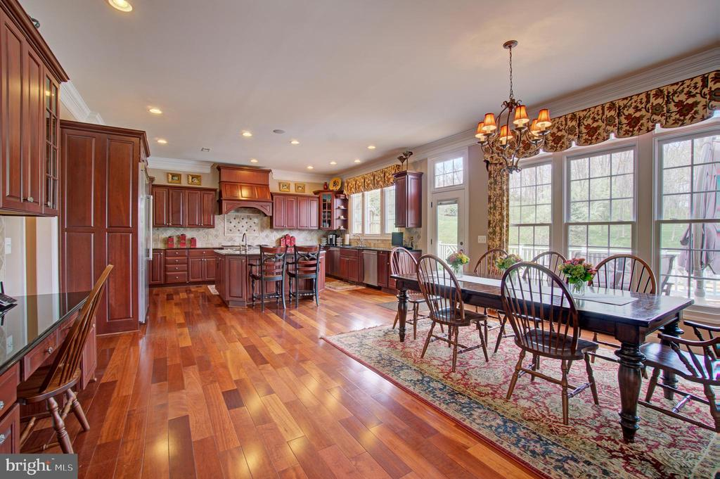 Large Open Gourment Kitchen - 36158 SILCOTT MEADOW PL, PURCELLVILLE