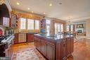 Large Center Island - 36158 SILCOTT MEADOW PL, PURCELLVILLE