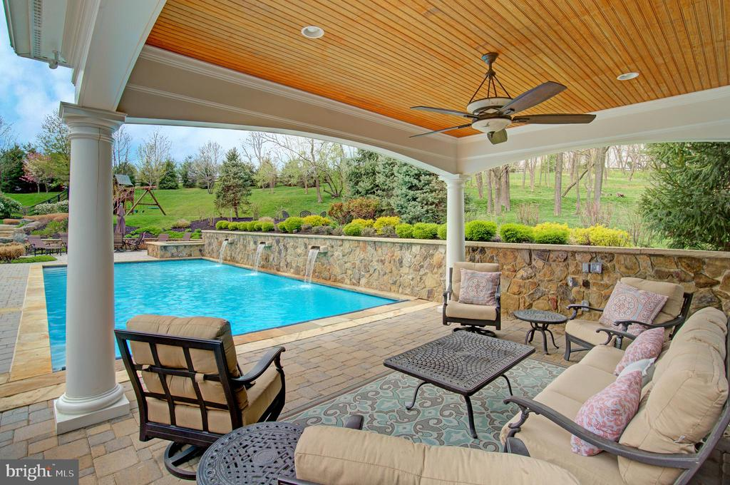 Great Gazebo To Relax Under & Escape the Sun - 36158 SILCOTT MEADOW PL, PURCELLVILLE