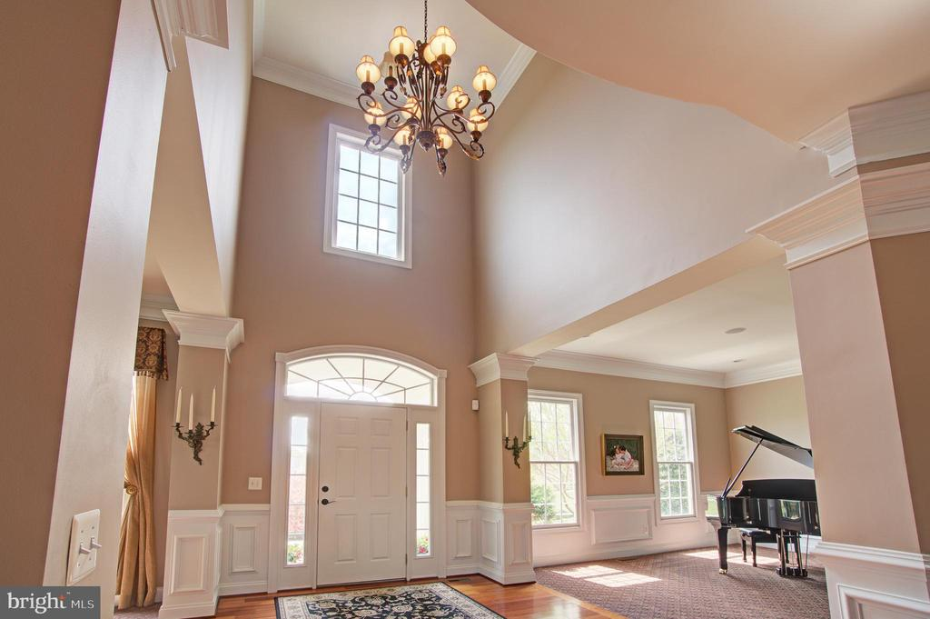Two Story Foyer - 36158 SILCOTT MEADOW PL, PURCELLVILLE