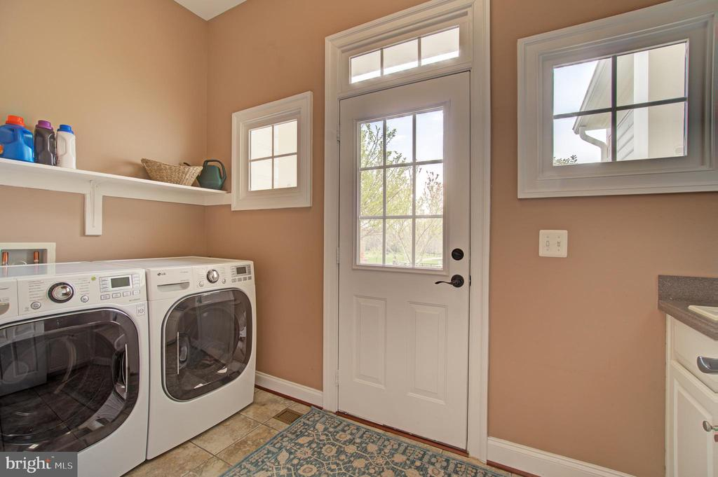 Main Level Laundry Room - 36158 SILCOTT MEADOW PL, PURCELLVILLE