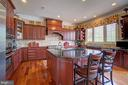 Gourmet Kitchen with Upgraded Cabinets - 36158 SILCOTT MEADOW PL, PURCELLVILLE