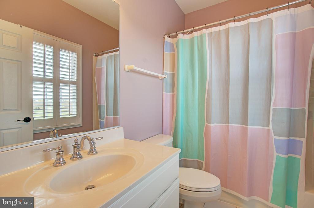 2nd Bedroom Full Bathroom - 36158 SILCOTT MEADOW PL, PURCELLVILLE