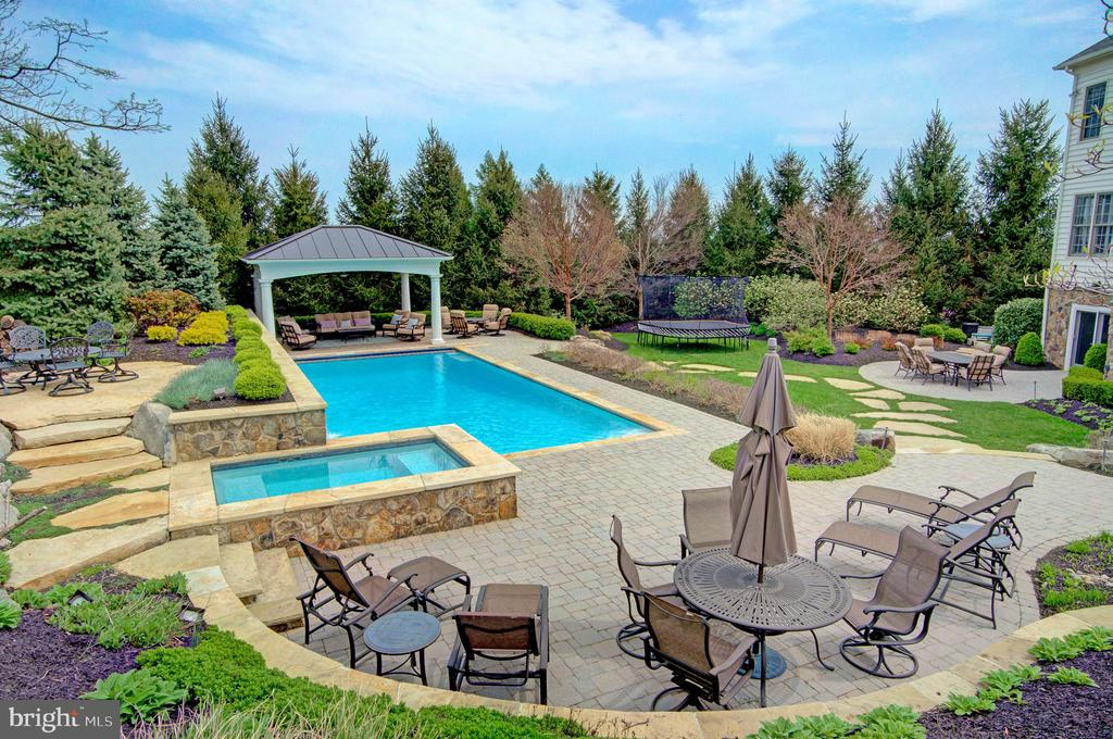 1st Patio at the Pool, Relax & Work on your Tan - 36158 SILCOTT MEADOW PL, PURCELLVILLE