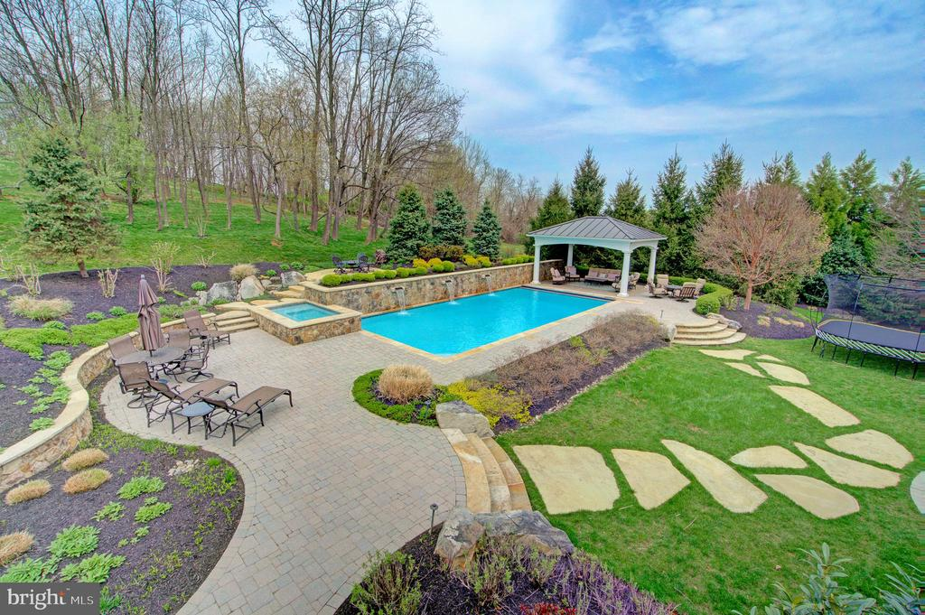 Custom Salt Water Pool with Water Falls & Hot Tub - 36158 SILCOTT MEADOW PL, PURCELLVILLE