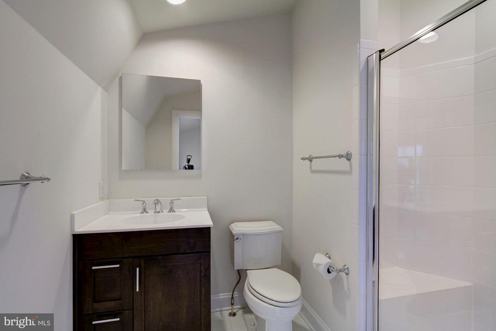 Full Bath - 5124 STRATHMORE AVE, NORTH BETHESDA