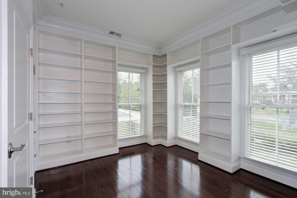 Library with Custom Built-Ins - 5124 STRATHMORE AVE, NORTH BETHESDA
