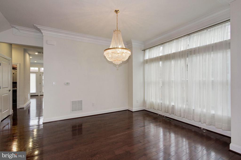 Elegant dining room - 5124 STRATHMORE AVE, NORTH BETHESDA