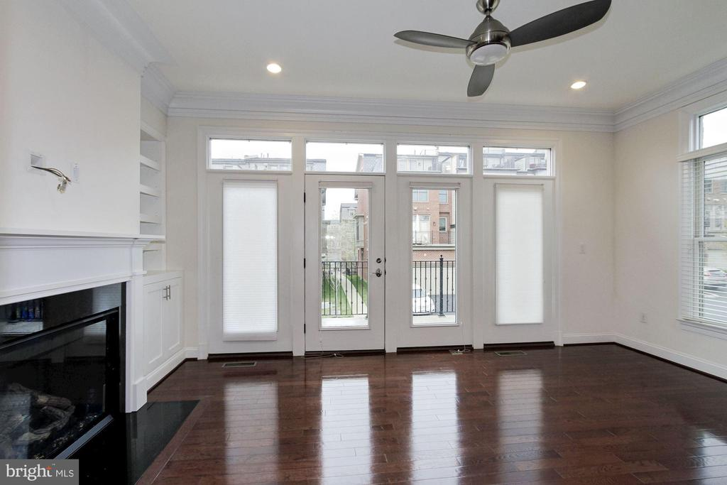 Family Room Attached to Kitchen with Terrace - 5124 STRATHMORE AVE, NORTH BETHESDA