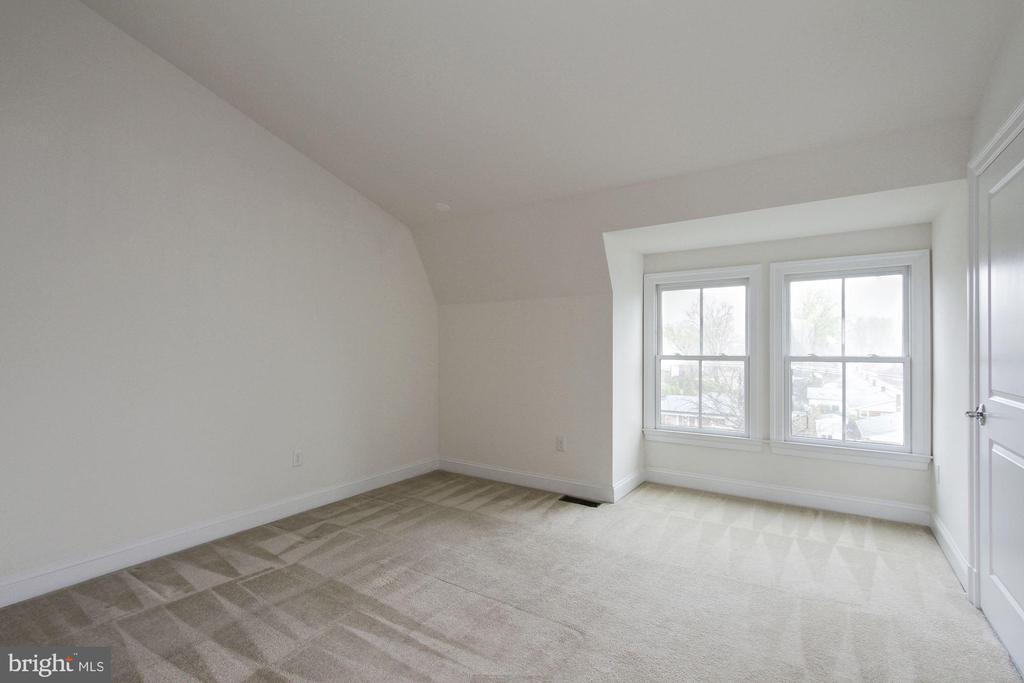 Large Guest Room on Upper Level - 5124 STRATHMORE AVE, NORTH BETHESDA