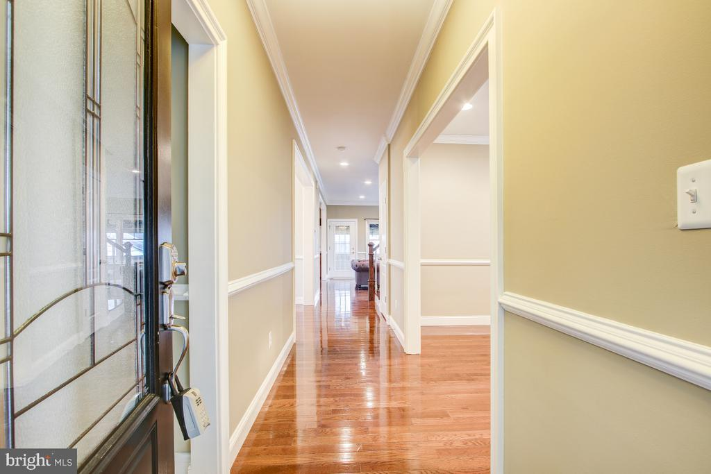 Crown molding and recessed lights throughout - 1730 S FILLMORE ST, ARLINGTON