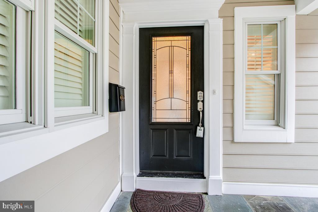 Welcoming, covered slate entry - 1730 S FILLMORE ST, ARLINGTON