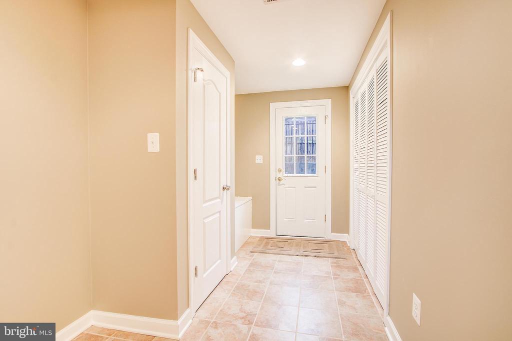 Walk out basement - 1730 S FILLMORE ST, ARLINGTON