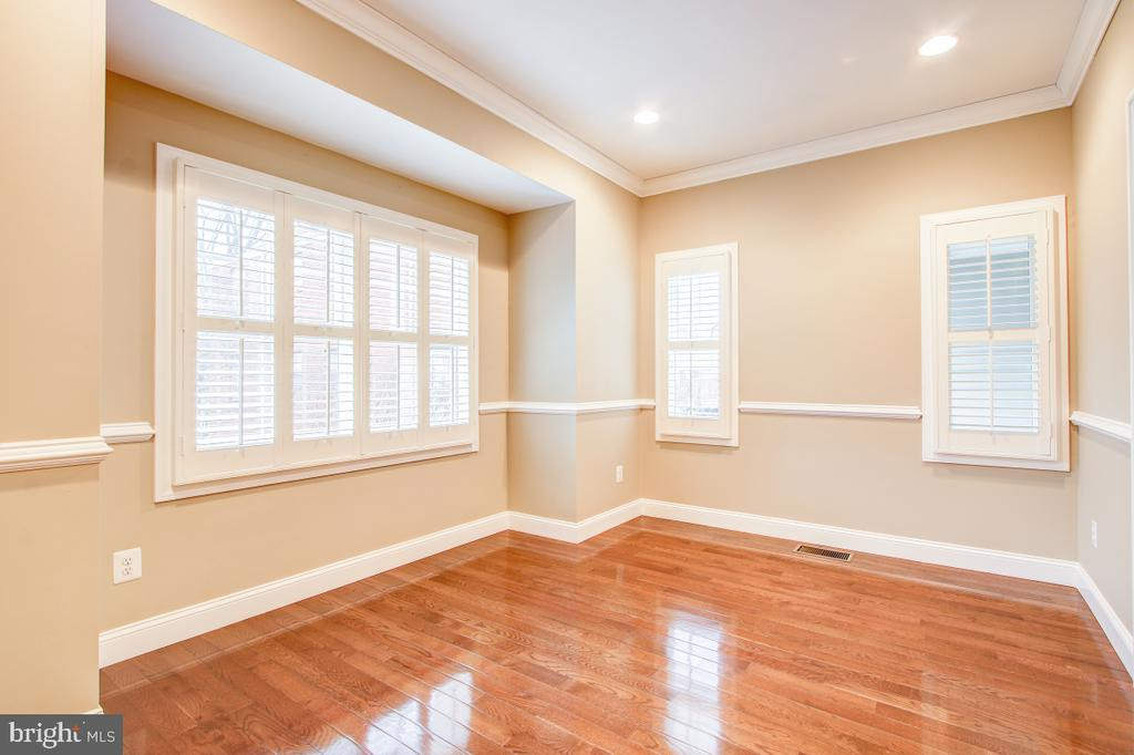 Bright office/study/playroom with hardwood floors - 1730 S FILLMORE ST, ARLINGTON