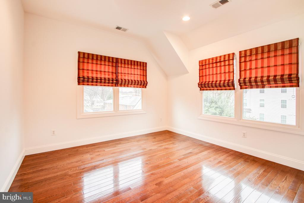 Bedroom w/ hardwd floors, large closet, character - 1730 S FILLMORE ST, ARLINGTON