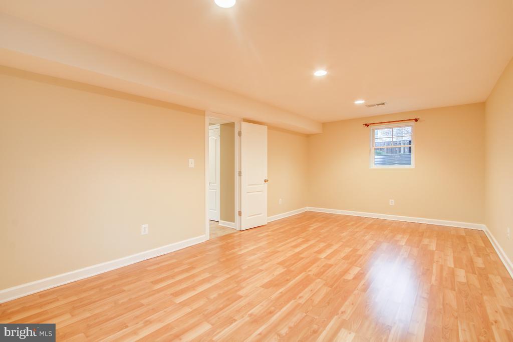 Fantastic as a rec room or oper/in law/guest suite - 1730 S FILLMORE ST, ARLINGTON