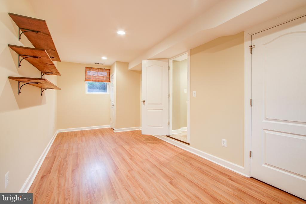 5th legal bedroom has laminate flooring - 1730 S FILLMORE ST, ARLINGTON