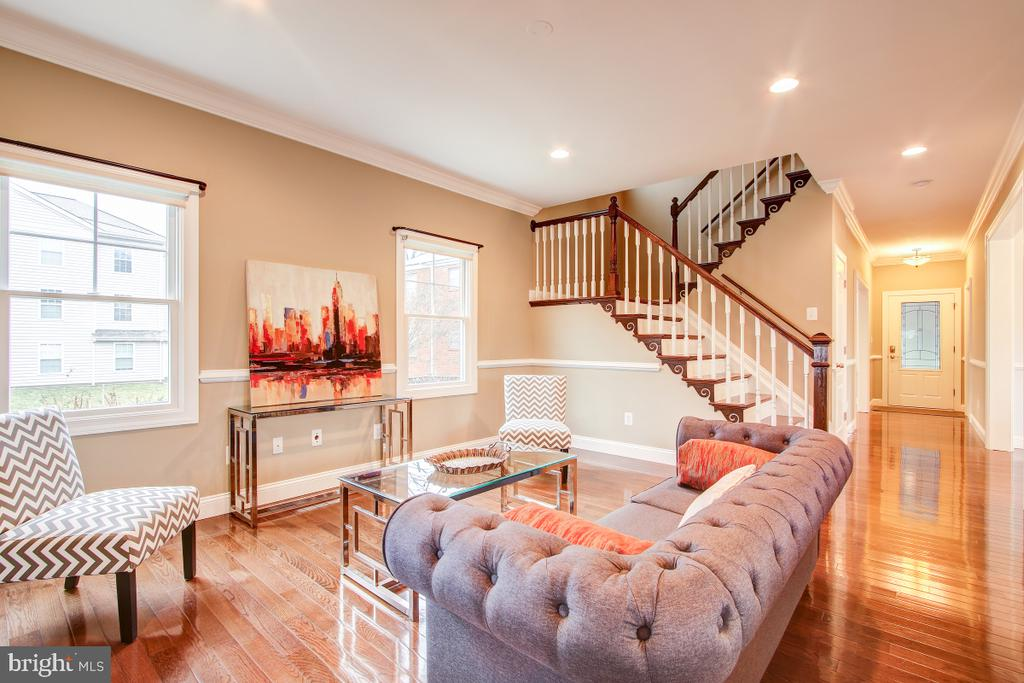 9' ceilings on main and upper levels - 1730 S FILLMORE ST, ARLINGTON