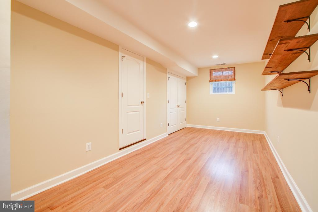 8' ceilings and windows on 2 sides - 1730 S FILLMORE ST, ARLINGTON