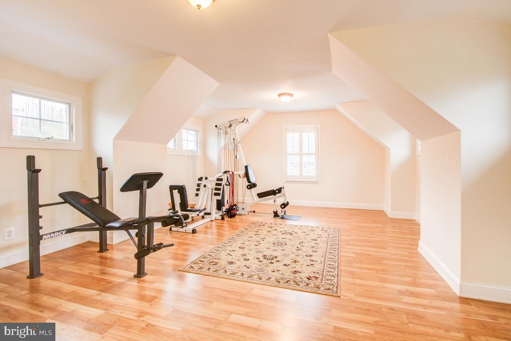 Incredible bonus room above garage -equip conveys! - 1730 S FILLMORE ST, ARLINGTON