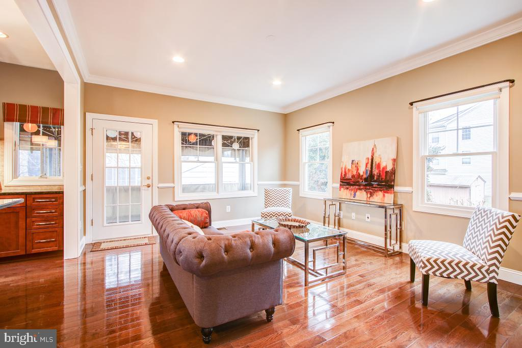 Family Room has access to covered deck - 1730 S FILLMORE ST, ARLINGTON