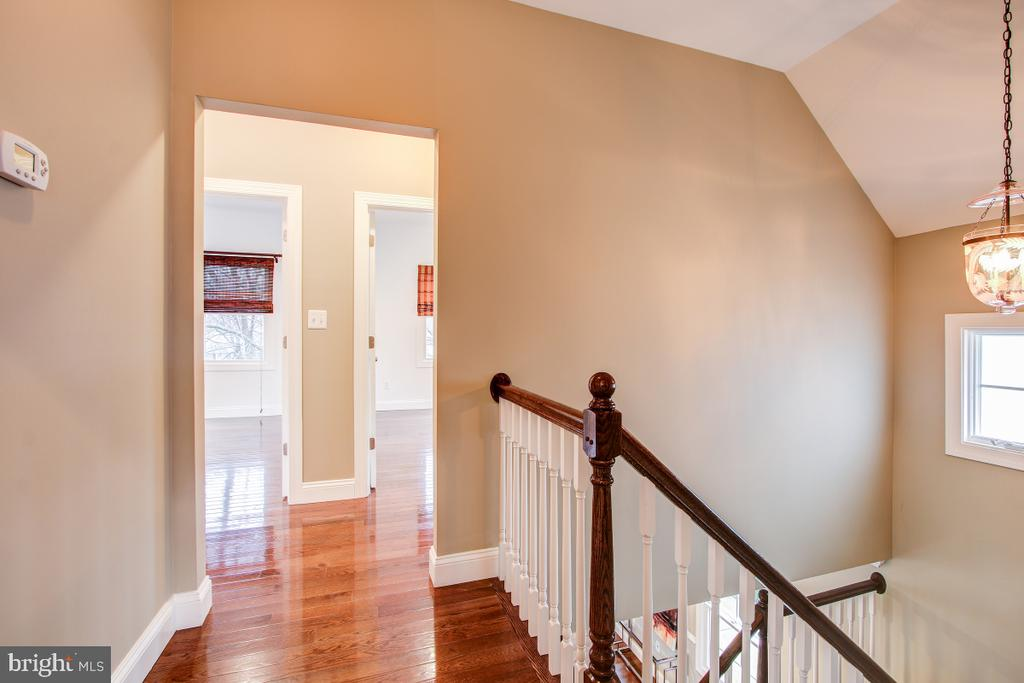 Central stairs keep master ensuite separate - 1730 S FILLMORE ST, ARLINGTON