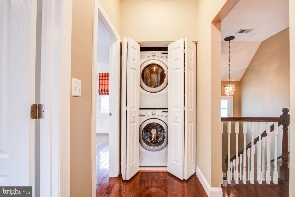Full size laundry on upper level! - 1730 S FILLMORE ST, ARLINGTON