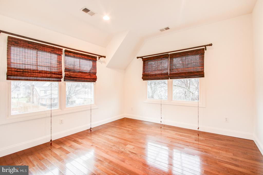 3rd upper level bedroom just like the second - 1730 S FILLMORE ST, ARLINGTON
