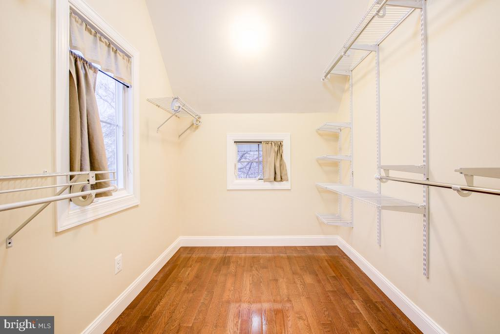 Walk-in also has pull down for attic stairs - 1730 S FILLMORE ST, ARLINGTON