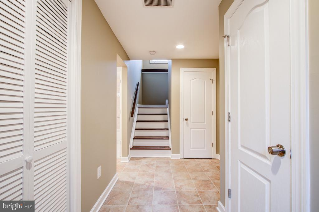 Large basement with tile and laminate flooring - 1730 S FILLMORE ST, ARLINGTON