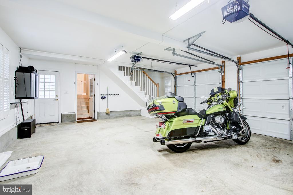 Oversized garage w/ 2 doors, separate yard access - 1730 S FILLMORE ST, ARLINGTON
