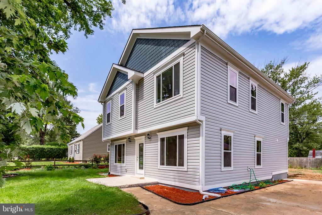 One of Alexandria 4 Bedroom Homes for Sale at 3006  BURGUNDY ROAD